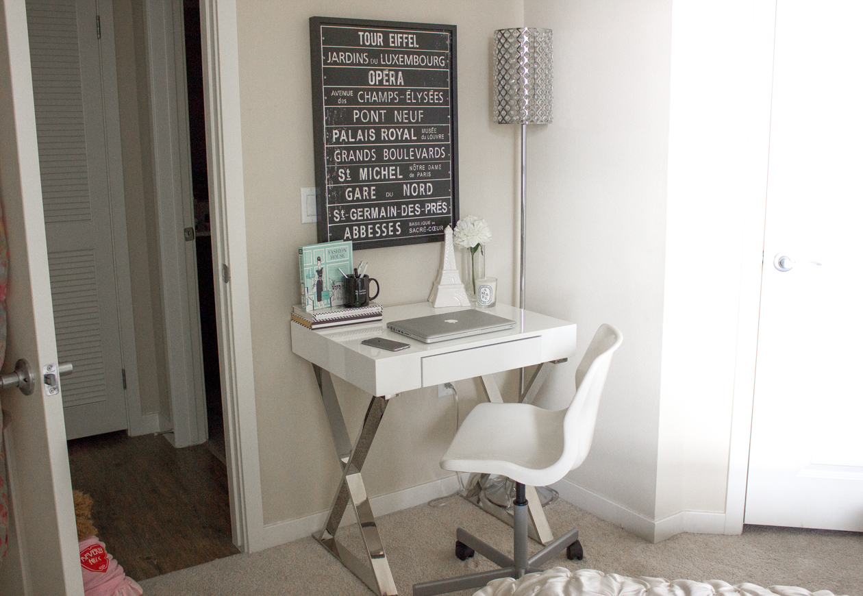 Black & White Decor | Small Desk Space | StyledByBlondie.com