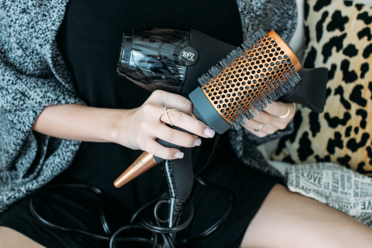 Best Hair Dryer to calm frizz without using product | StyledByBlondie.com