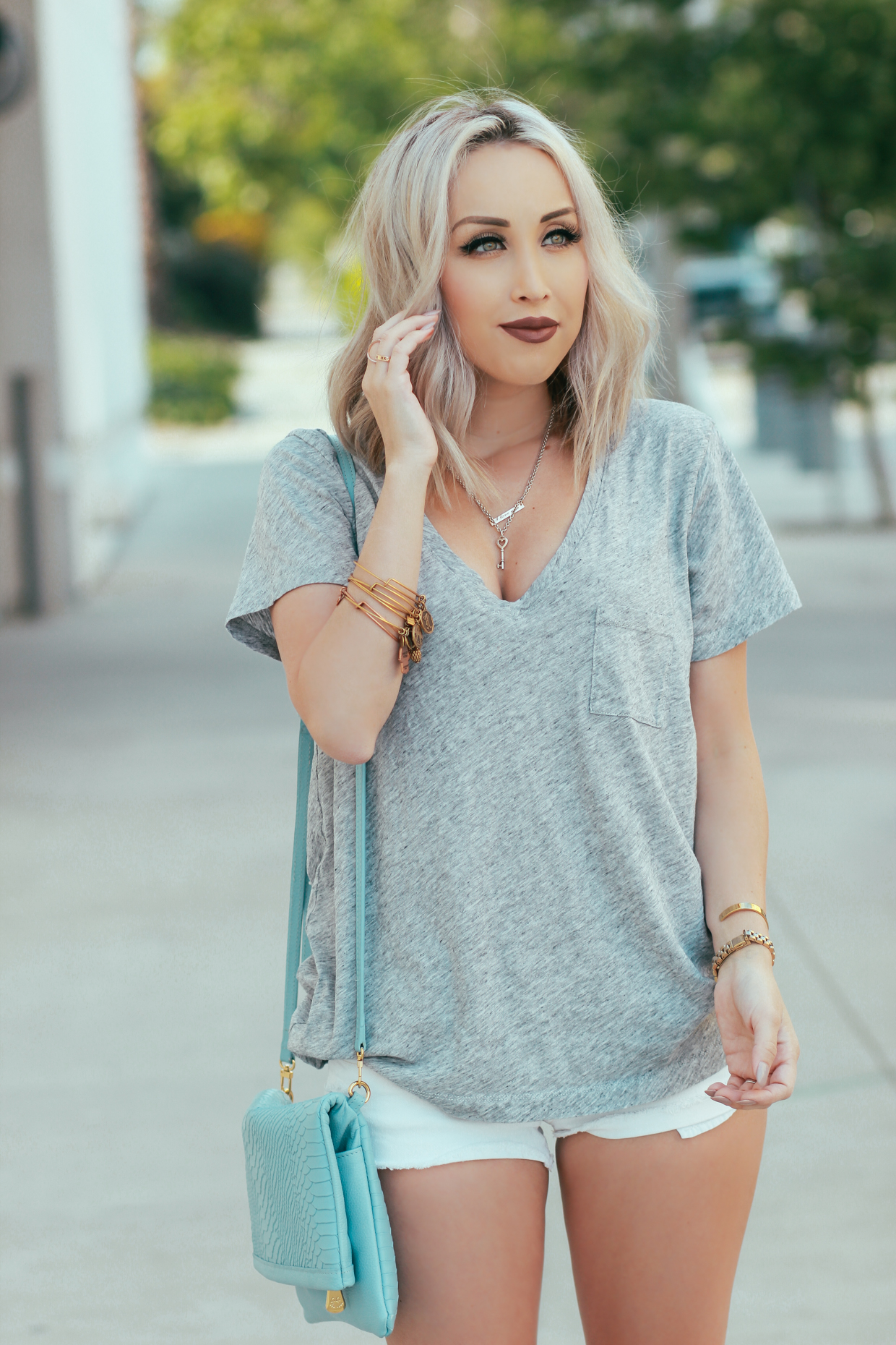 Blondie in the City | Perfect, Simple V-Neck Tee by @madewell - Crossbody Reversible Clutch by @giginewyork