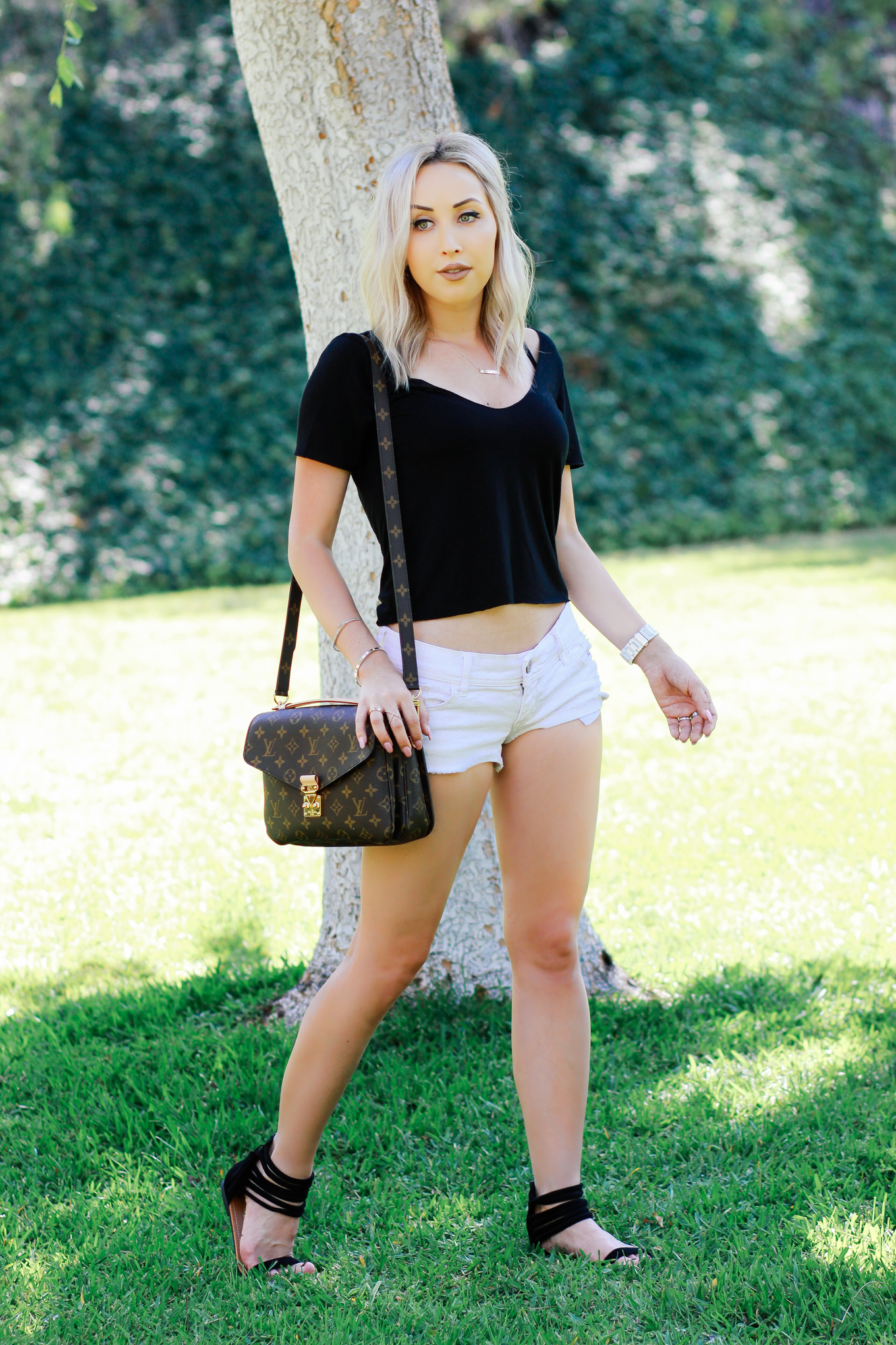 Blondie in the City | Simple Summer Outfit | Cropped Tee from @urbanoutfitters | Louis Vuitton Pochette Metis