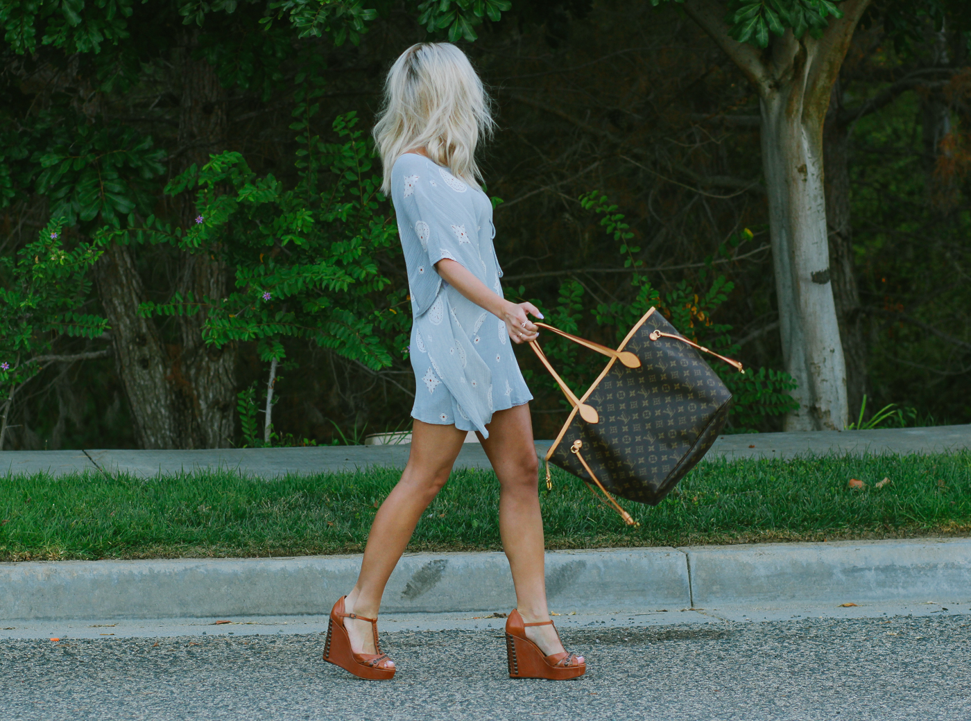 Blondie in the City | Pastel Blue Tunic | Vince Camuto Wedges | Louis Vuitton Neverfull Bag