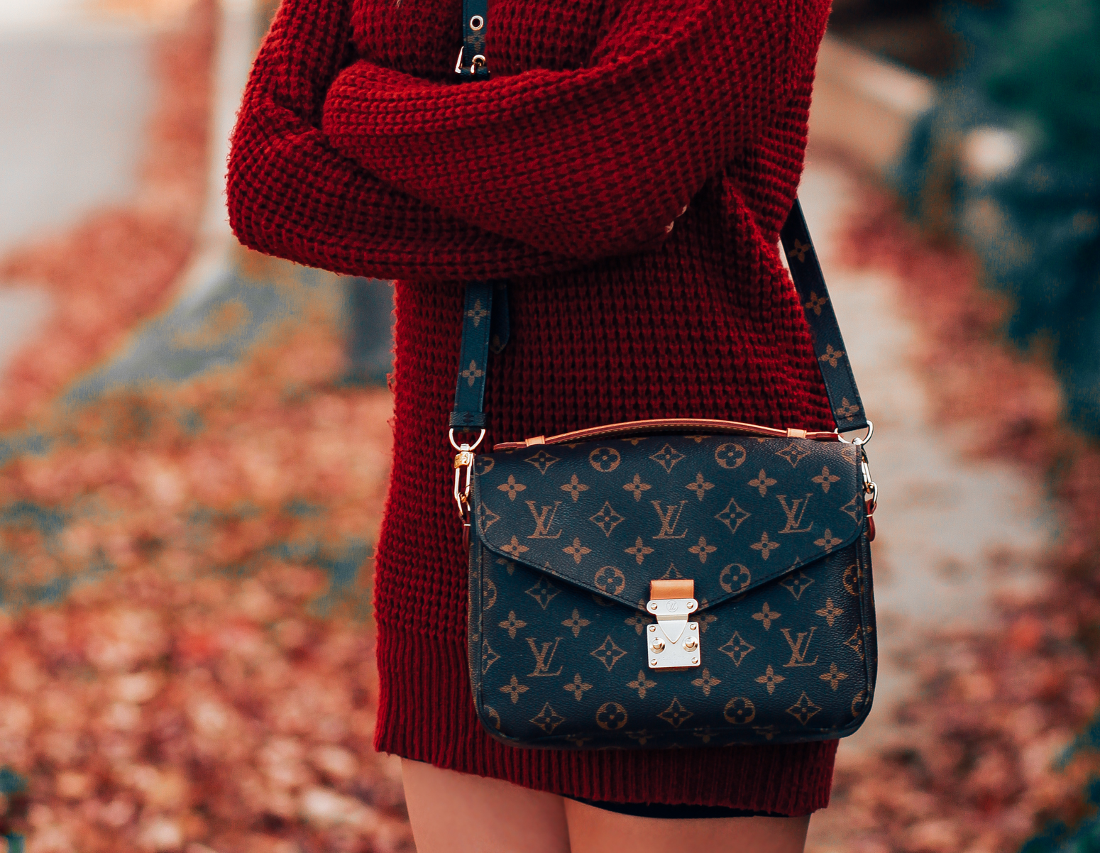 Blondie in the City | Fall & Winter Fashion | Louis Vuitton Pochette Metis