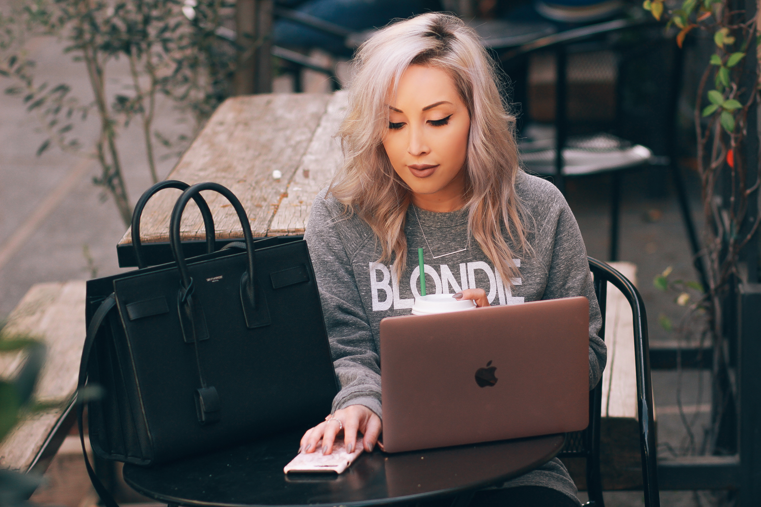 Blondie in the City | The Top 8 iPhone Apps Every Social Girl Needs