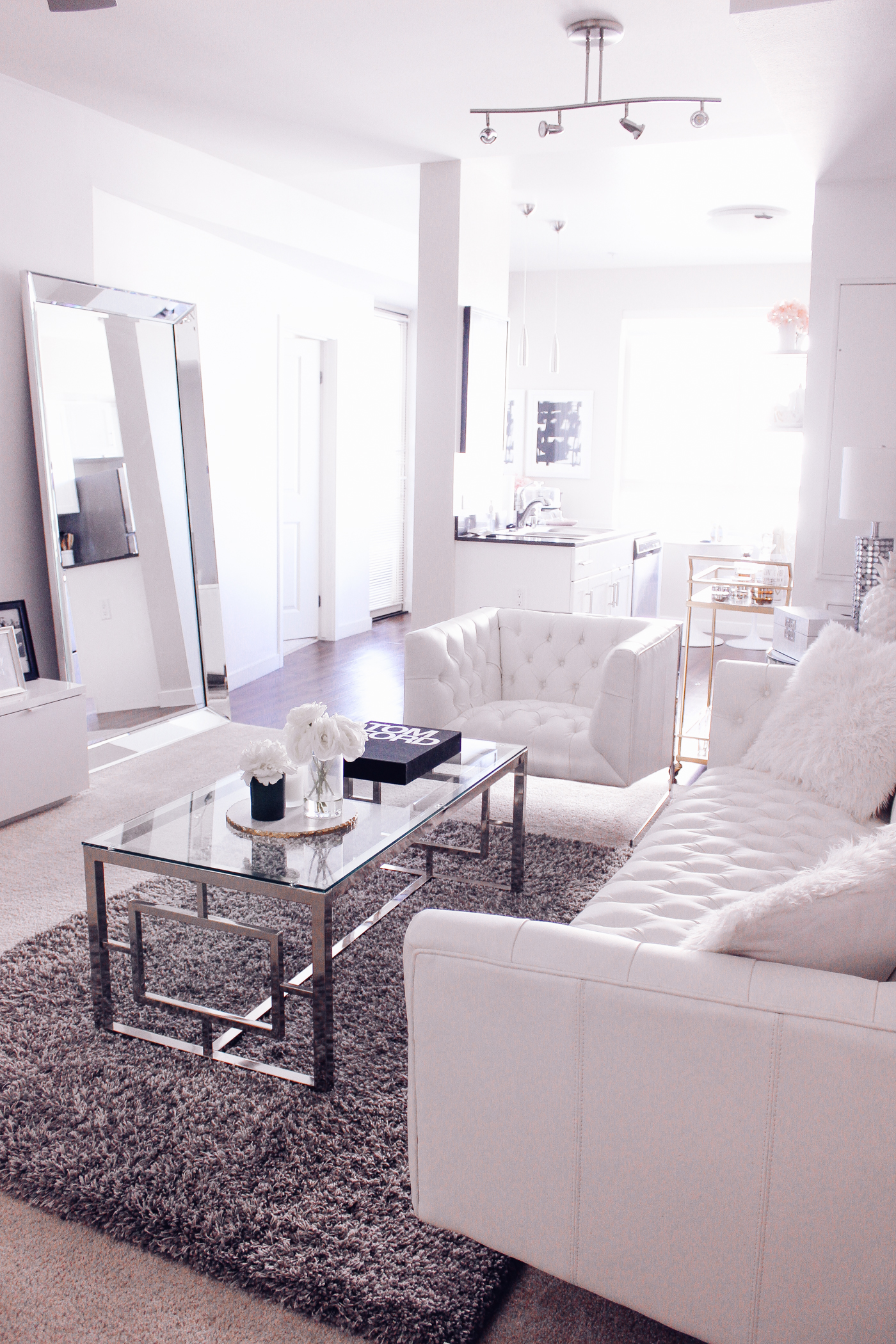 4 Reasons Why Your Home Needs A Leaner Mirror